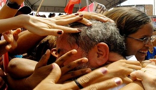 Lula vai a 35% e vence todos Adversários