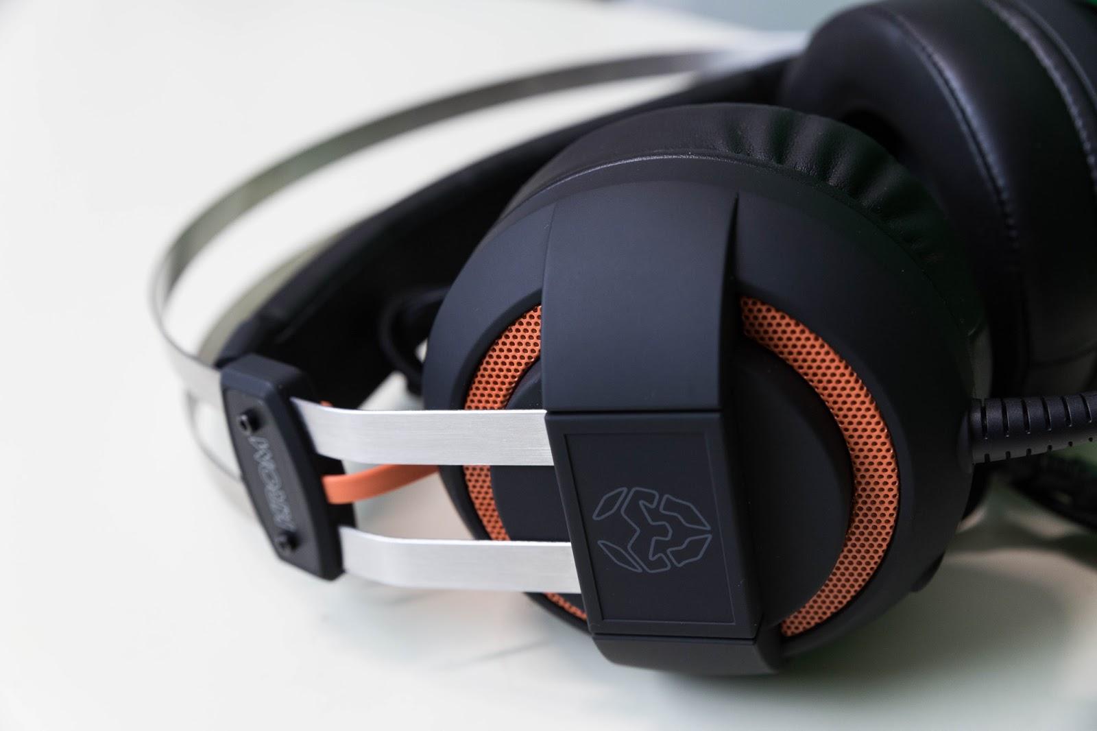 4c92a59faa3a También tenemos control de volumen y la opción de silenciar el micrófono en  un pequeño mando situado en el cable. El cable que posee es trenzado y no  es ...