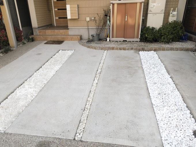 目地に砂利を敷いた駐車場