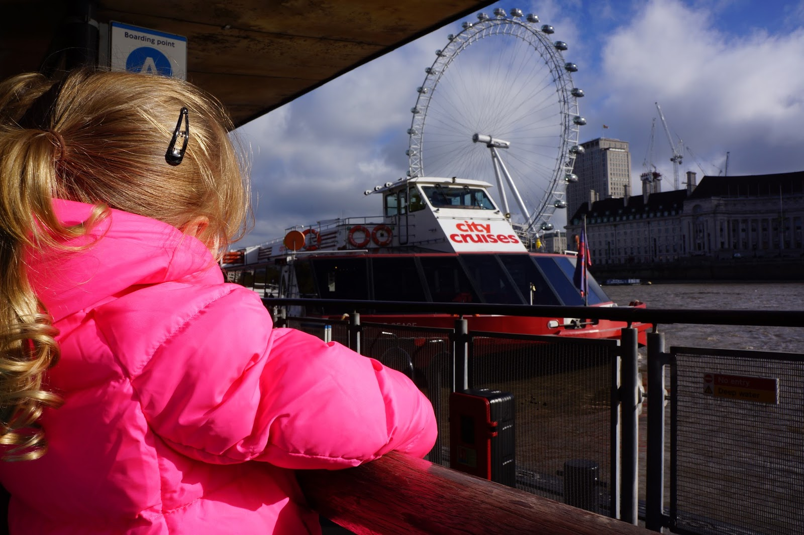girl waiting for thames cruise line