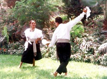 Foto de jóvenes bailando Tondero con sus vestimentas