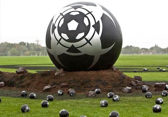 Τα περίεργα σύμβολα που σπέρνουν τρόμο στο ποδόσφαιρο – Ο νικητής κατακτά τη Γη [Βίντεο]