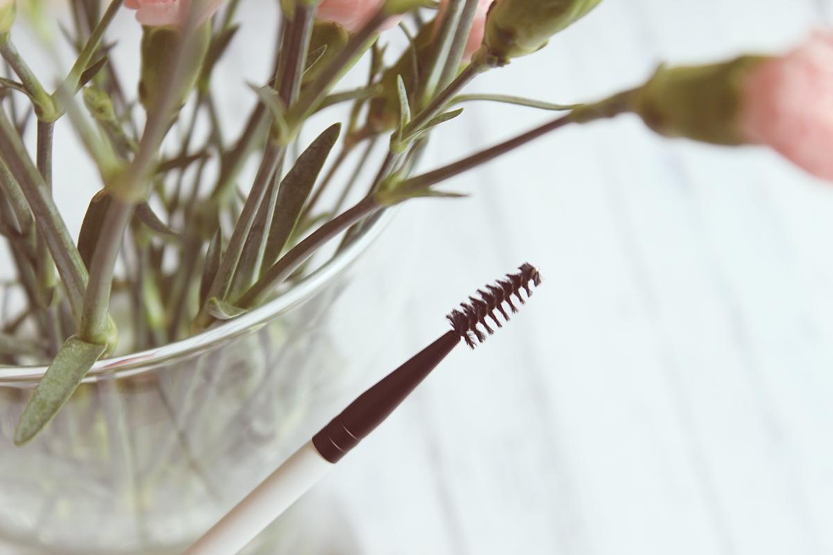 Podwójny pędzelek do brwi (Angled Brow-Spoolie Brush) COSTASY LILY LOLO 2