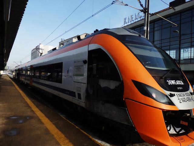 Nowoczesny pociąg Regio (od zewnątrz)