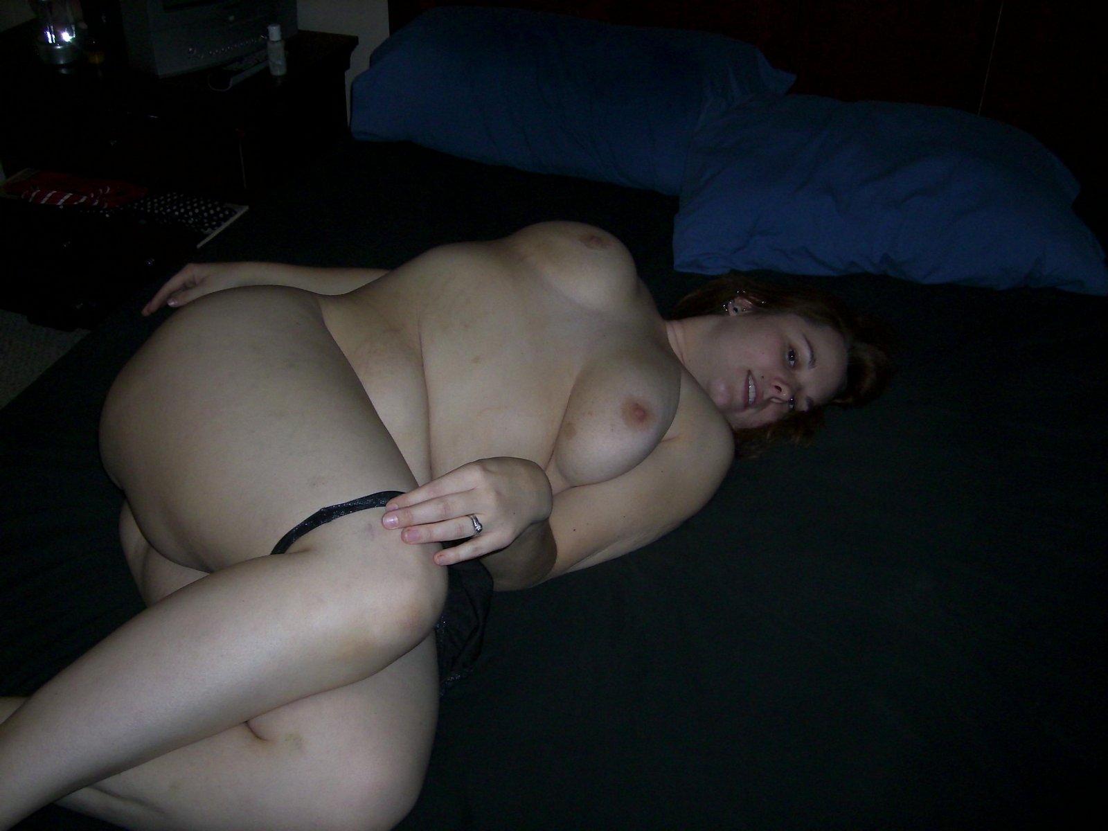 cewek bule bertubuh chubby telanjang pamer payudara gede dan kemolekan tubuhnya