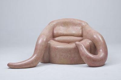 Diseño de sillón único con apariencia extraterrestre
