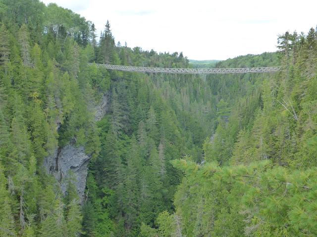Pont suspendu du canyon des portes de l'enfer Québec