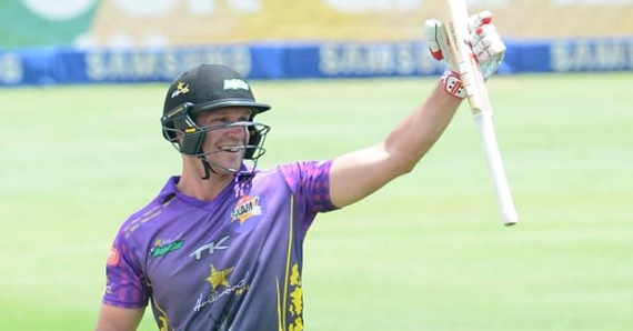 Sarel Erwee celebrating his 100 against the Cape Cobras. Batting for the Hollywoodbets Dolphins