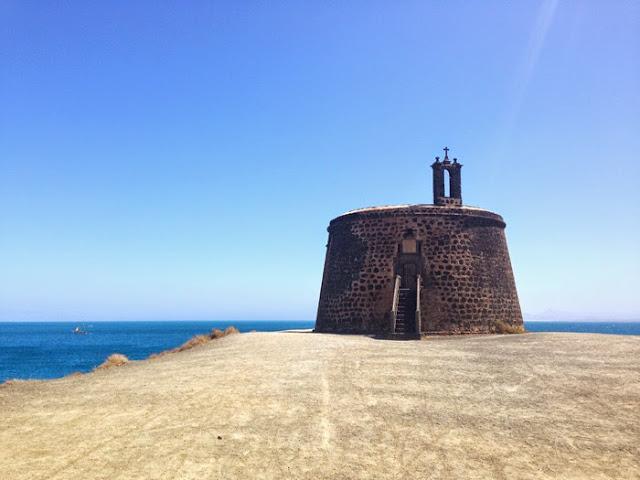 Lanzarote Kirche Touristenattraktion Rubicon Papagayo Buchten Tauchen in Lanzarote Fuerteventura Reiseblog