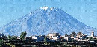 Foto del Volcán Misti desde lejos