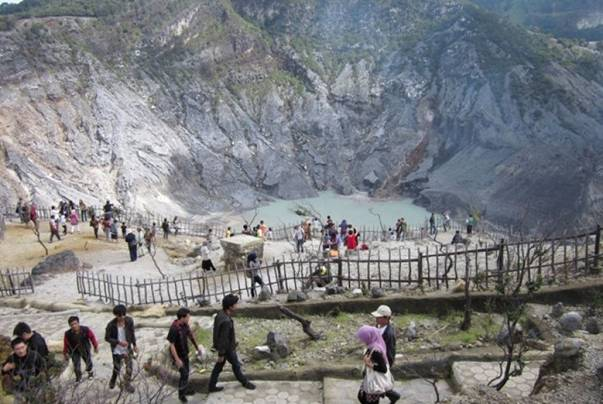 Gunung Tangkuban Perahu, Salah Satu Tempat Wisata Di Bandung Yang Wajib Dikunjungi