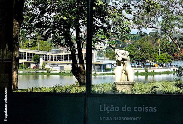 """""""Abraço"""", obra de Alfredo Ceschiatti, no Museu de Arte da Pampulha, Belo Horizonte"""