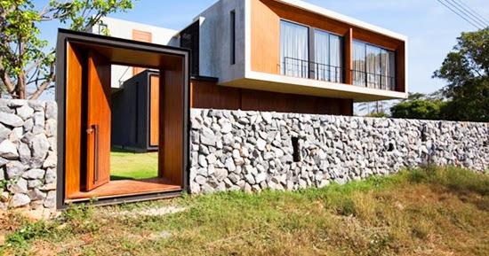 Memanfaatkan batu sebagai pagar rumah  1000 Inspirasi