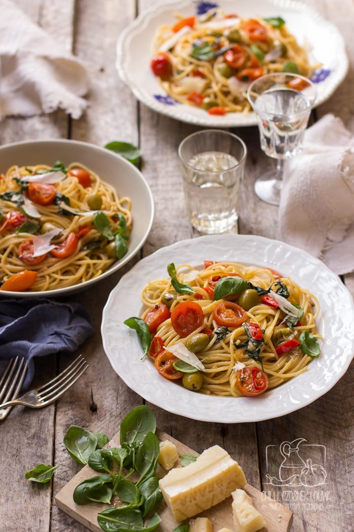 Spaghetti alla putanesca / Chilli, Czosnek i Oliwa