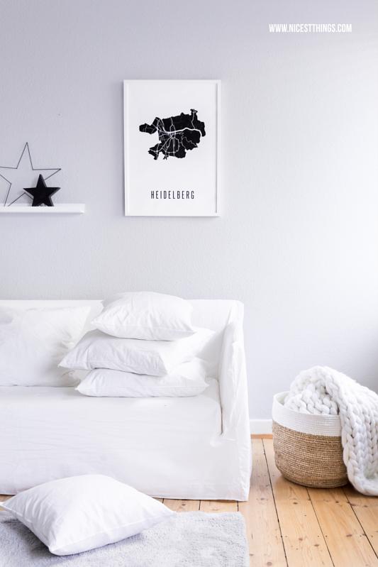 Winter Deko im Wohnzimmer mit Gervasoni Ghost Sofa weiss