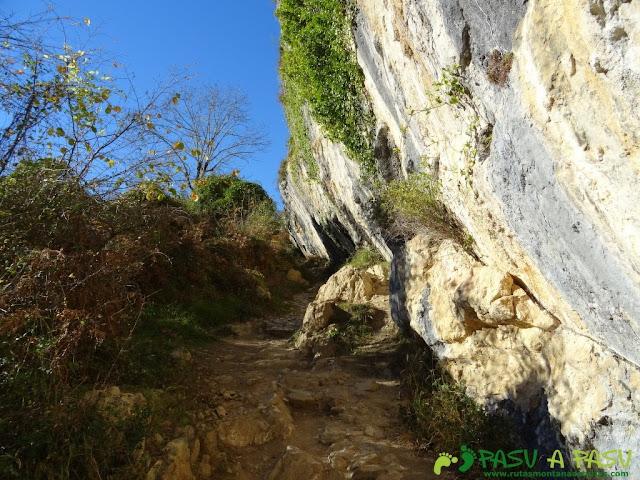 Plancha roca caliza en la ruta de Beyu Pen