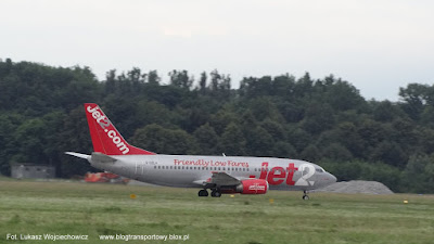 Boeing 737-377 Jet2.com no G-CELA