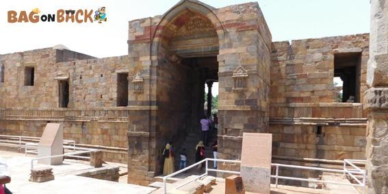 Quwwat-Ul-Islam-Masjid-Delhi