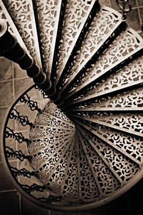 en estas escaleras con arte una escalera de caracol hecha de forja mirad por qu os pongo esta escalera dentro de las escaleras con arte