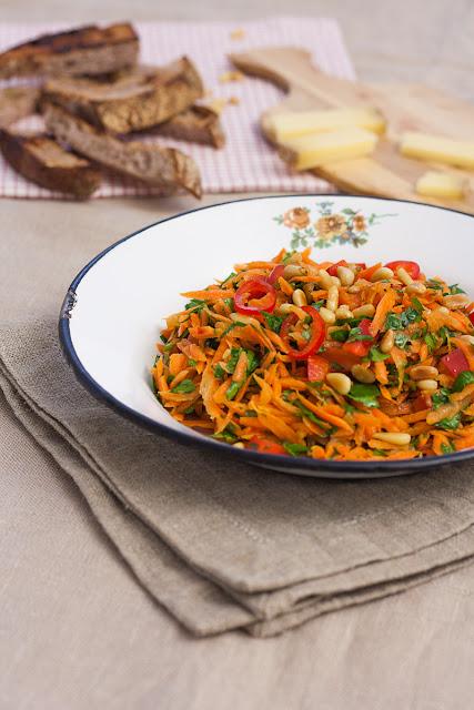 Salata od sveže šargarepe i peršuna