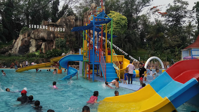 SS Waterpark TMII, Kolam Renangnya Anak-Anak Banget