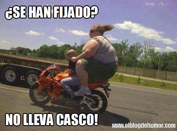 mujer gorda en moto