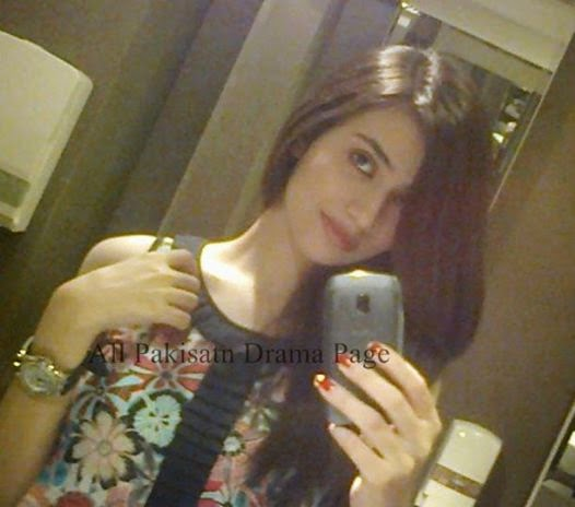 Pakistani Celebrities Beautiful Selfie S By Their Own Cell
