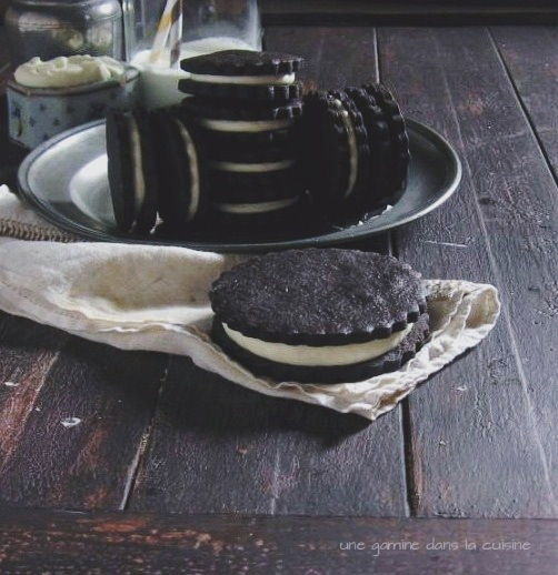 Homemade Oreo Cookies with White Chocolate-Coconut Cream Filling \ une gamine dans la cuisine