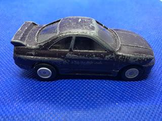 日産 スカイライン GT-Rのおんぼろミニカーを側面から撮影