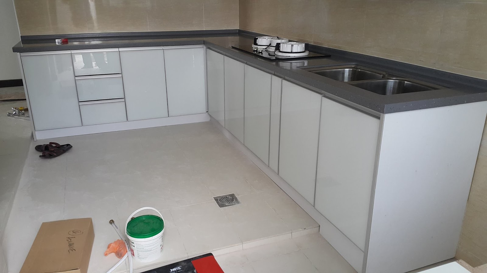 Tempahan pintu kabinet dapur for Table top kitchen cabinet