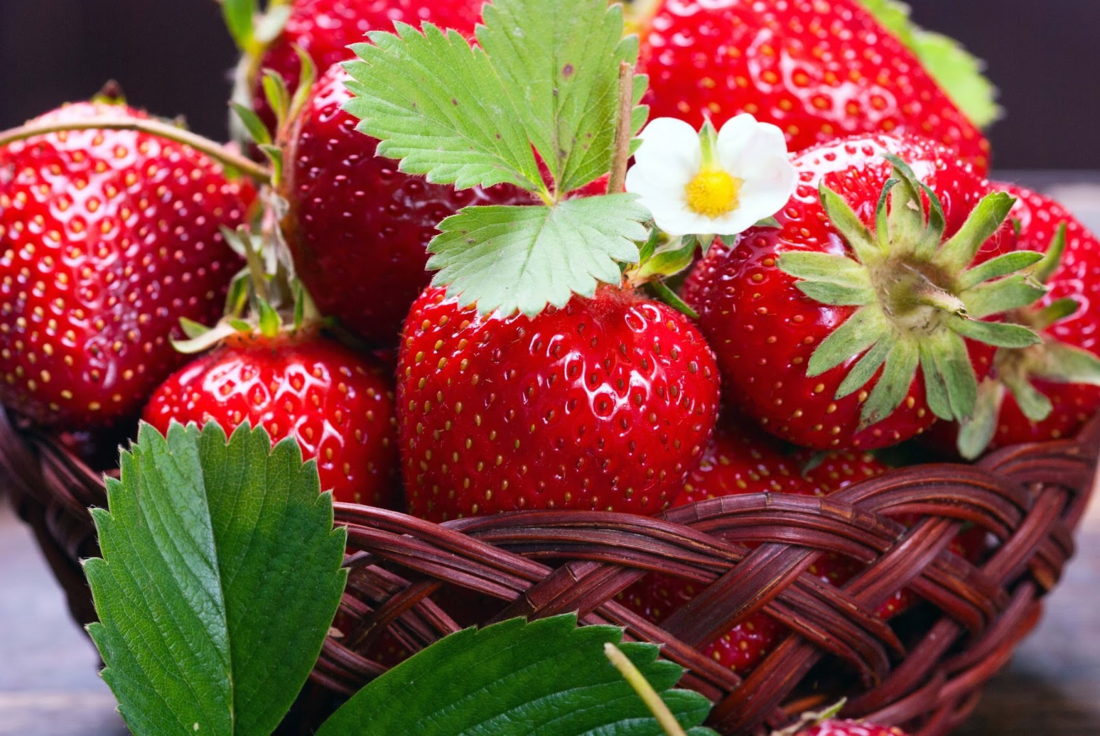 Download Hd Wallpaper Of Strawberry Juice: Mix Fruit Wallpapers