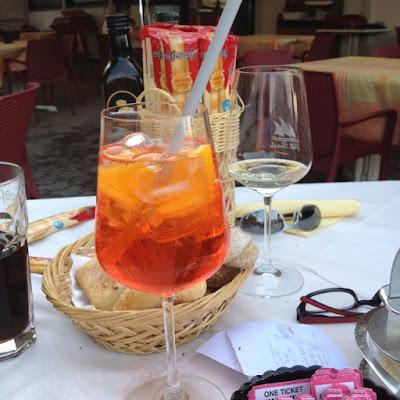 Aperol Spritz op een terras in Italië