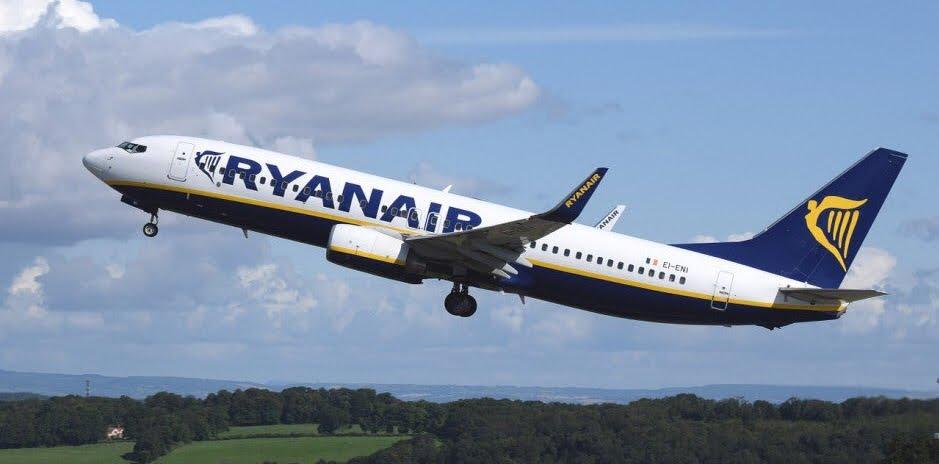 Volo Aereo Ryanair per Bari deviato per impatto con volatile