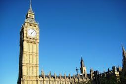 ロンドンのビッグベンが傾いている