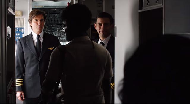 Barry Seal (Tom Cruise) menjadi seorang pilot di maskapai ternama