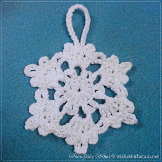 crochet snowflake with loop - www.wishesintherain.net