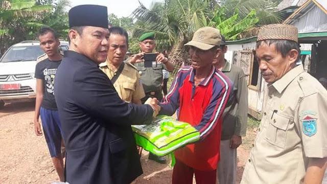 Plt Bupati OI Beri Bantuan Korban Puting Beliung
