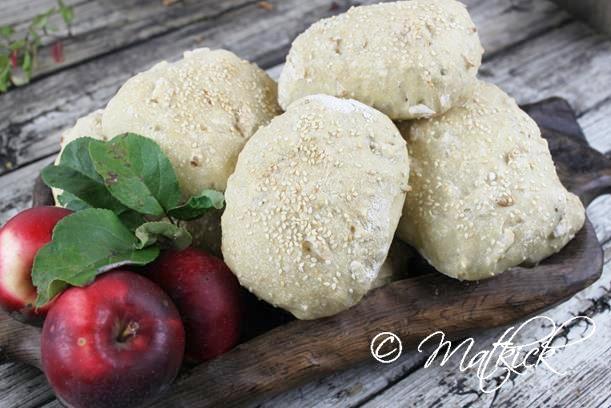 Dinkelbullar med äpple