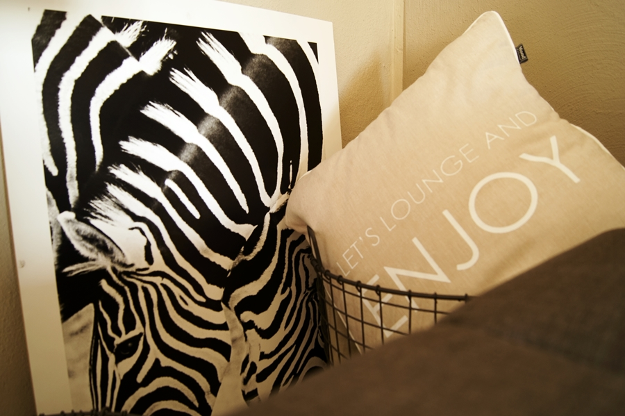 Blog + Fotografie by it's me! - Print von Zebras, Kissen mit Enjoy