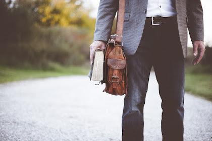 Mengenal Karakter Pria Berdasarkan Tas yang Dipakai