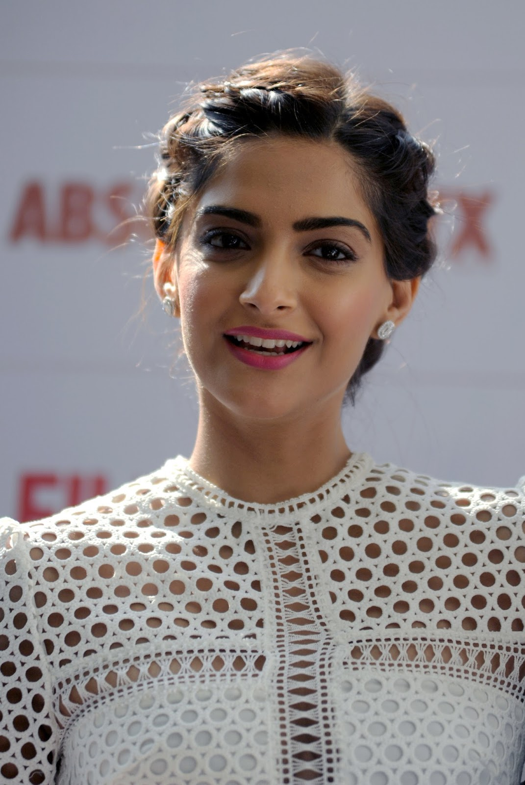 Neerja Actress Sonam Kapoor Amazing Hot Full Hd Photos For Filmfare
