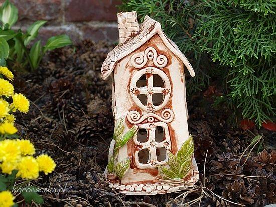 ceramiczny domek z gliny