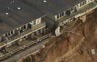 Uninhabitable apartments, in danger of collapsing into the Pacific Ocean, line Esplanade Ave. in Pacifica, California January 26, 2016. (Credit: Reuters/Noah Berger/File Photo) Click to Enlarge.