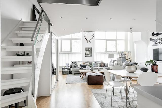 Duplex de 78 m² amenajat în alb și gri deschis
