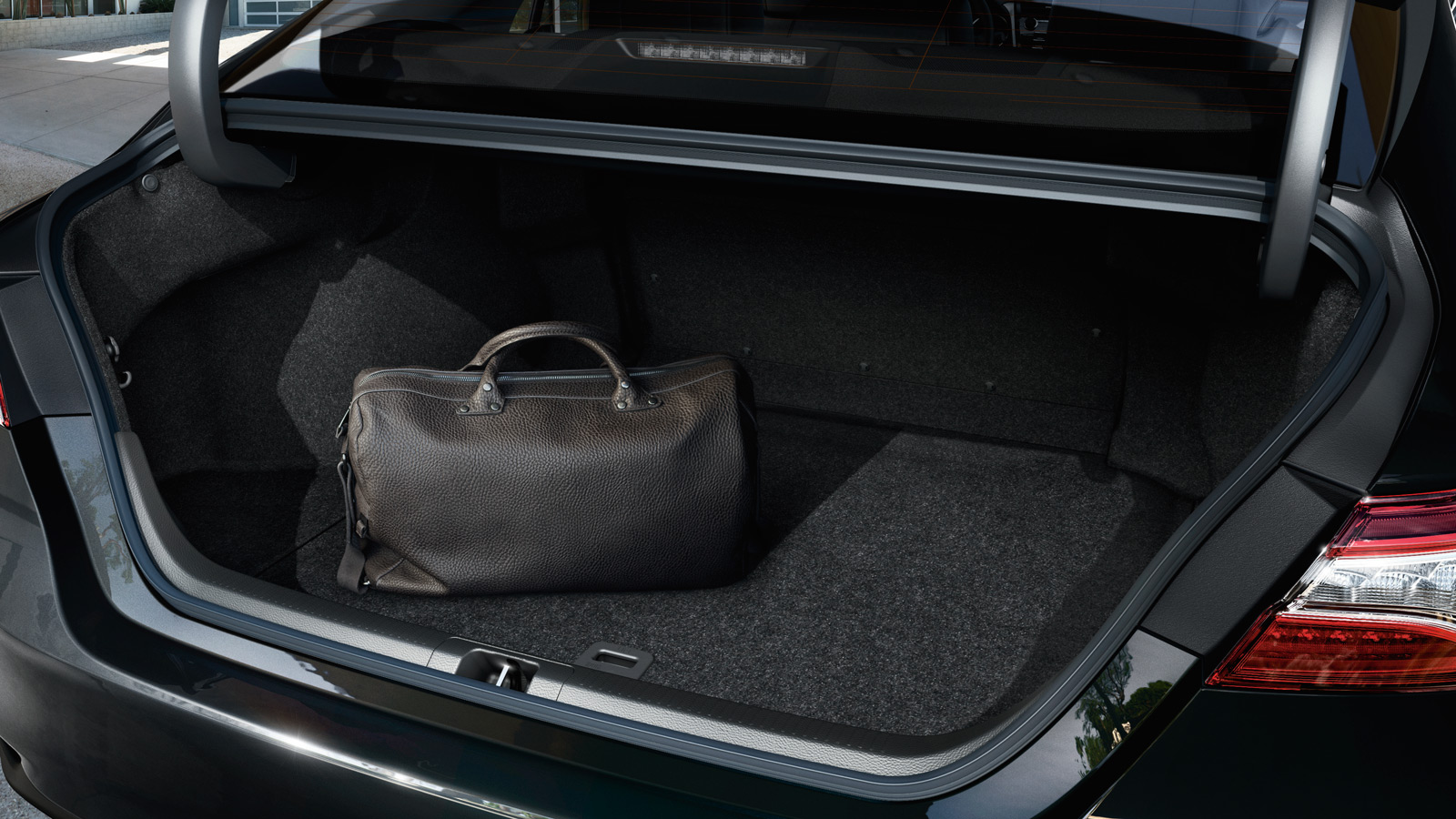 Объем багажника «Тойота Камри» - 493 литра