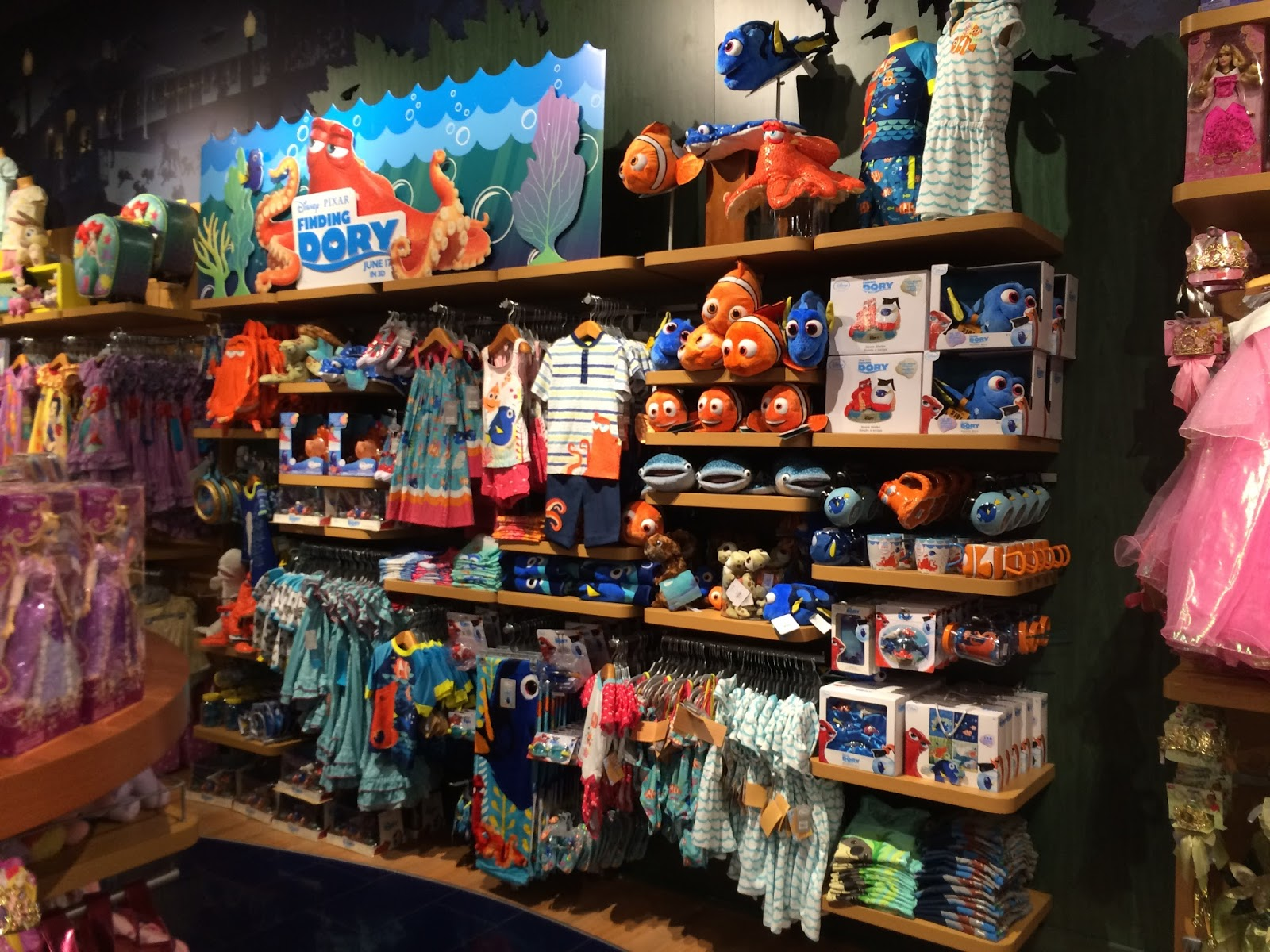 Toys For Disney : Dan the pixar fan events disney store finding dory merch