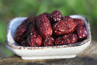 Kurma yaitu buah yang memiliki aroma serta rasa bagus yang khas 21 Manfaat Buah Kurma Bagi Kesehatan