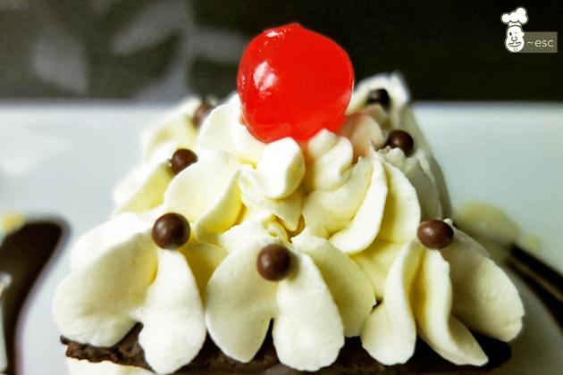 cómo hacer crema chantilly o nata montada de chocolate blanco