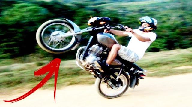 jovem e arremessado ao empinar moto em municipio do piaui assista ao video