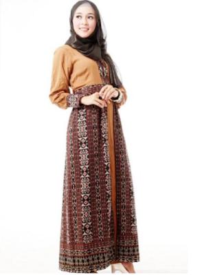 Gamis trendy bercorak batik untuk wanita